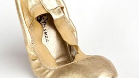 Happy feet: foldable ballet slippers for the reception party