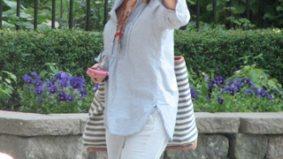 Pretty woman walking down the street: Julia Roberts is in Toronto