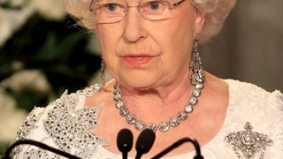 Queen Elizabeth II didn't buy new clothes for Toronto state dinner