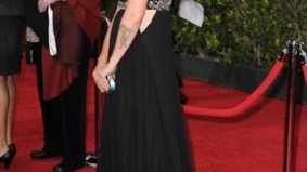 You oughta know: Alanis Morissette is pregnant