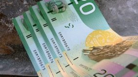 Bank of Canada set to distribute new see-through currency, making Canadians' payment choices plastic, plastic or plastic
