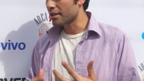 We find out just how meta Adrian Grenier is at the Teenage Paparazzo Q&A