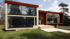 House of the Week: $2.7 million for a contemporary cube in Mississauga's glitzy Lorne Park
