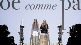 Chloé Comme Parris takes us to the '70s for fall/winter 2012, and a model takes her shoes off on the runway