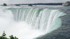Nik Wallenda's high-wire walk across Niagara Falls tonight is being live-streamed