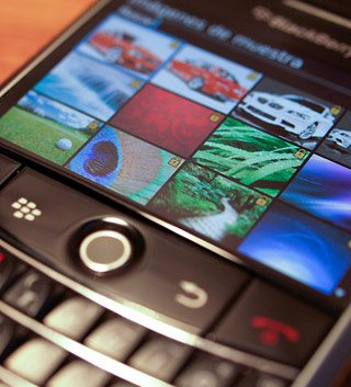RIM preps for BlackBerry 10's launch by buddying up to app developers and wireless carriers