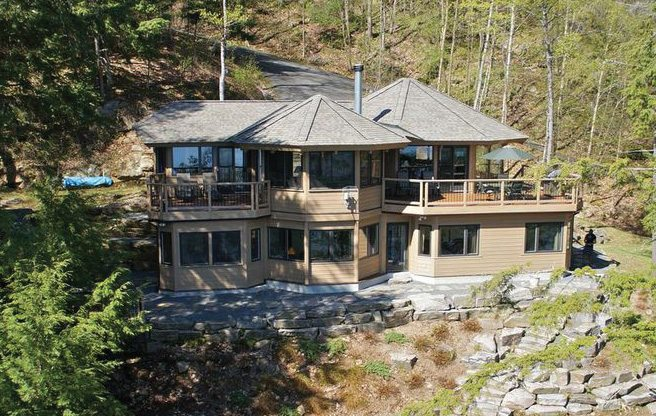 Cottage of the Week: 1983 South Portage