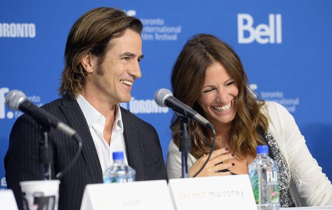 Julia Roberts dishes on Meryl Streep's pot-luck parties at the presser for August: Osage County