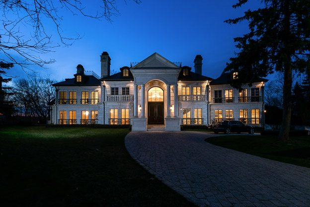 It's really hard to sell a mansion in Mississauga, apparently