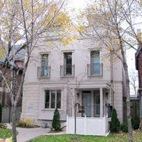 Spadina Avenue (near Harbord). Listed at $899,800, sold for $865,000.