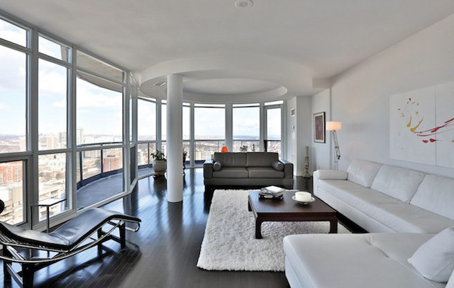 Condo of the Week: $1 million for a window-lined penthouse at Yonge and Carlton