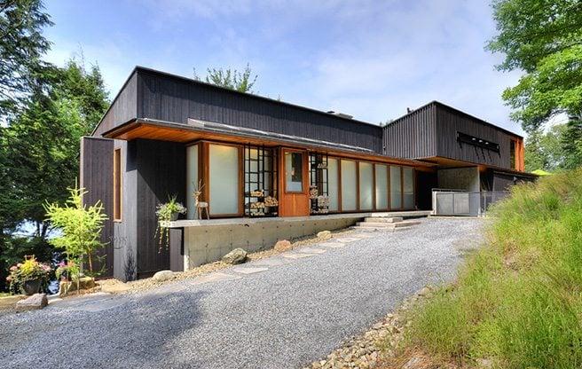http://www.torontolife.com/galleries/cottage-of-the-week-1045-hemlock-ridge-road/288038-288040-288041-288042-288043-288044-288045-288046-288047-288048-288049-288050-288051-288052-288053/#cottage-of-the-week-dwight-ontario-01