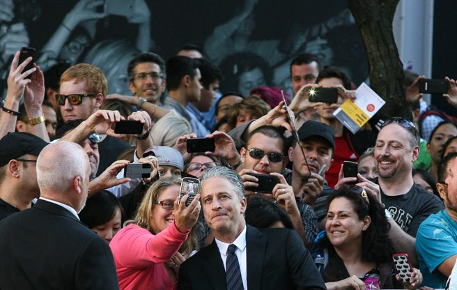 "Jon Stewart struts the red carpet for <i>Rosewater,</i> calls Canadians ""upsettingly"" nice"