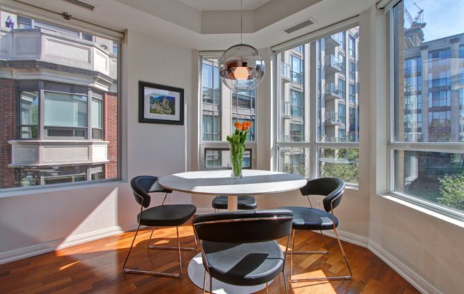 toronto-condo-of-the-week-25-soho-street-intro