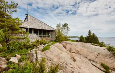 The cottage for sale at 38150 Georgian Bay Shore in Mactier, Ontario