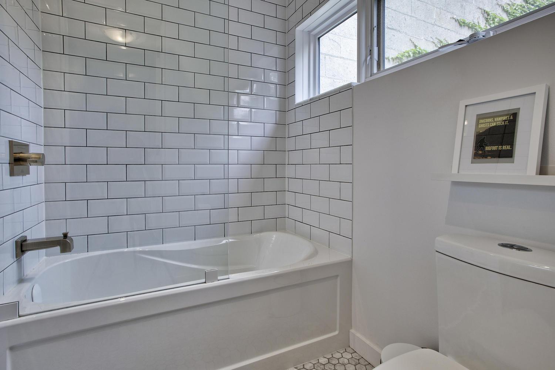 toronto-house-sold-298b-sackville-street-11