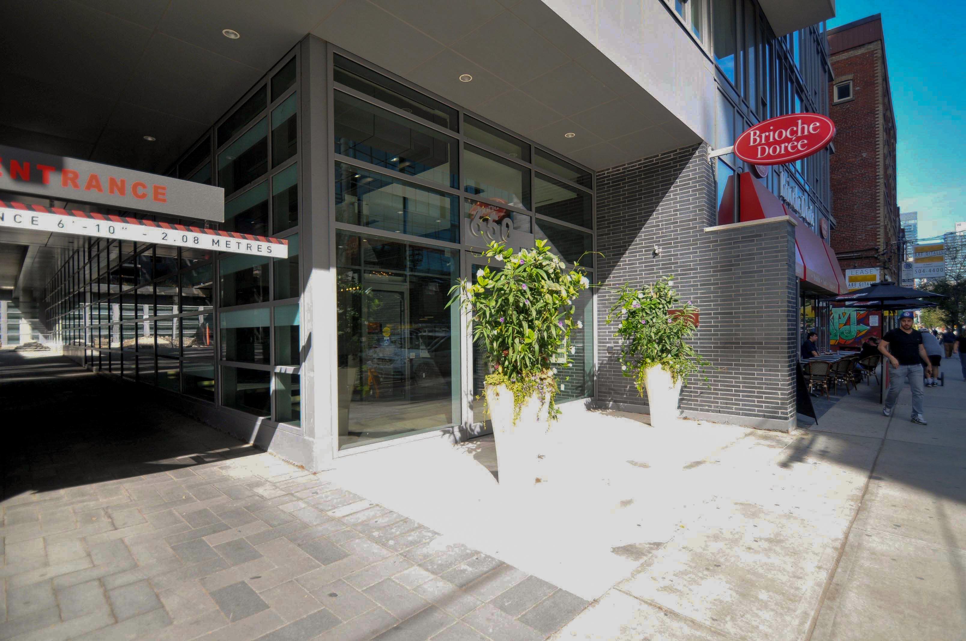 toronto-condo-for-sale-95-bathurst-street-1