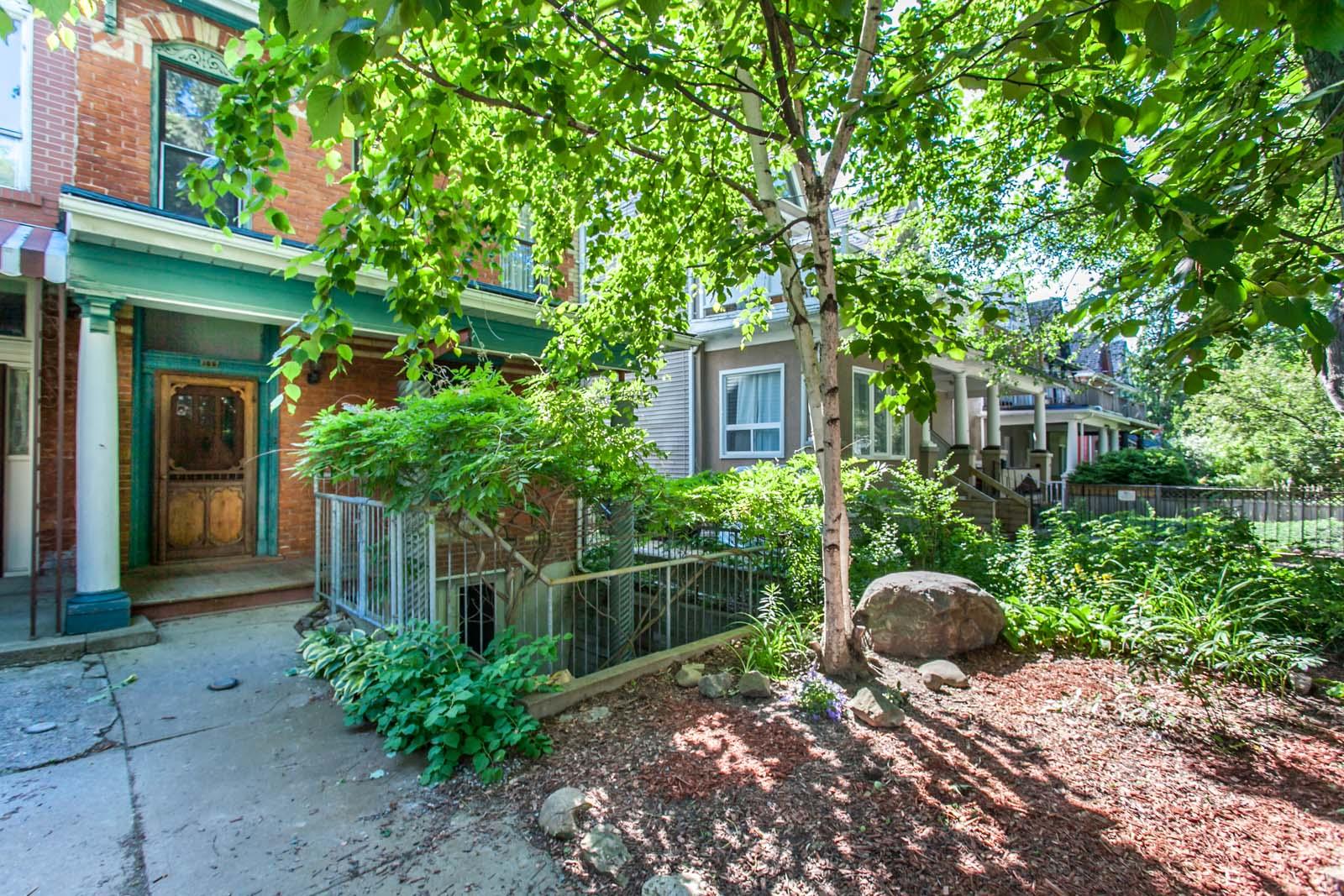 toronto-house-sold-165-huron-street-13