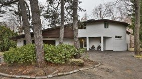 House of the Week: $2 million for a Frank Lloyd Wright–inspired home with a golf course view