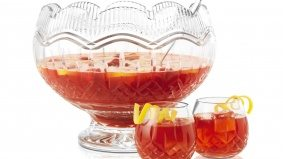 How to make a crowd-pleasing Christmas hibiscus punch