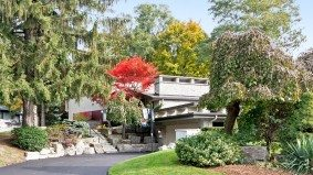Sale of the Week: The $2-million Thorncrest home that proves sellers dread the holiday lull