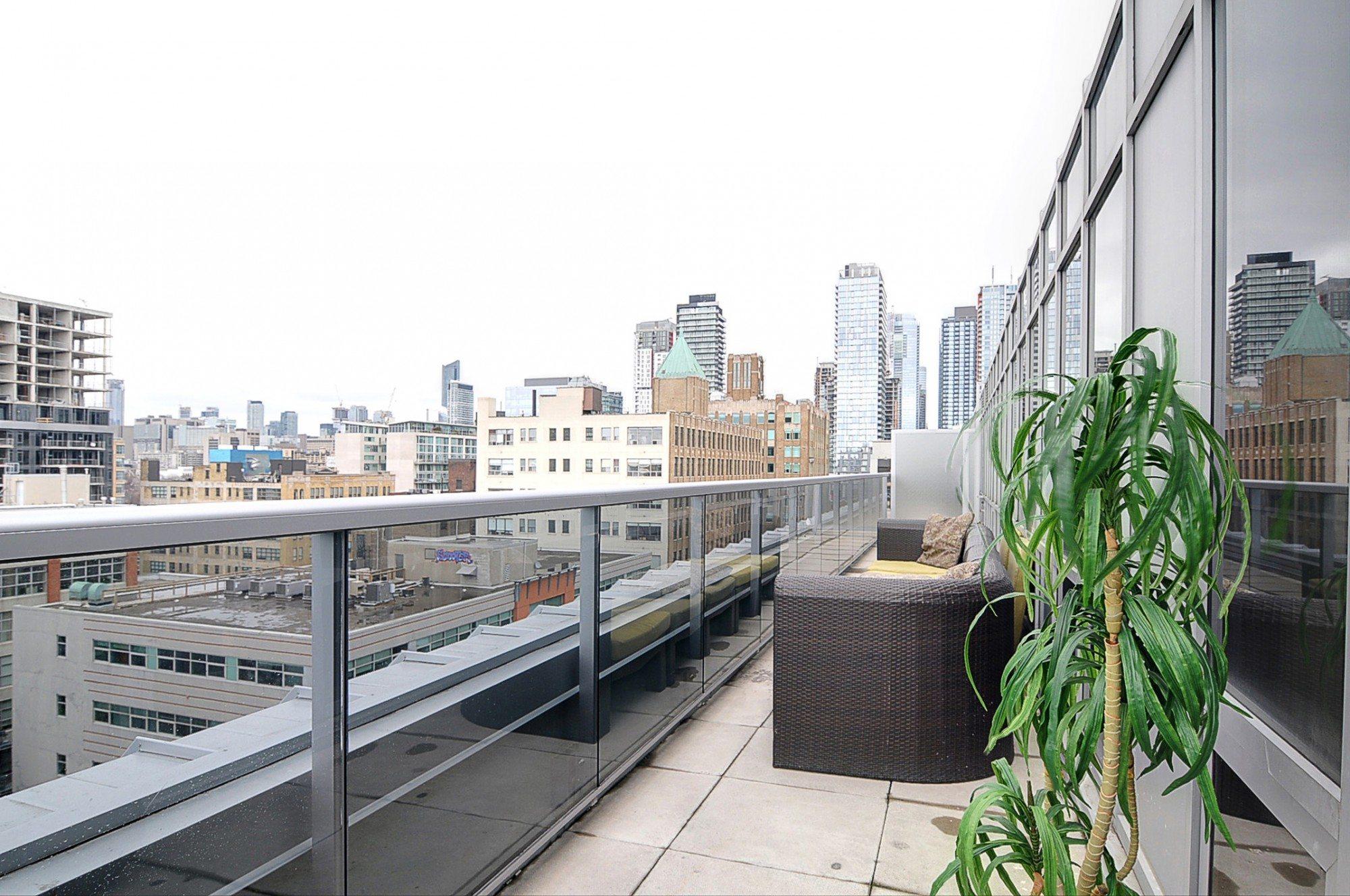 toronto-condo-for-sale-399-adelaide-street-west-balcony