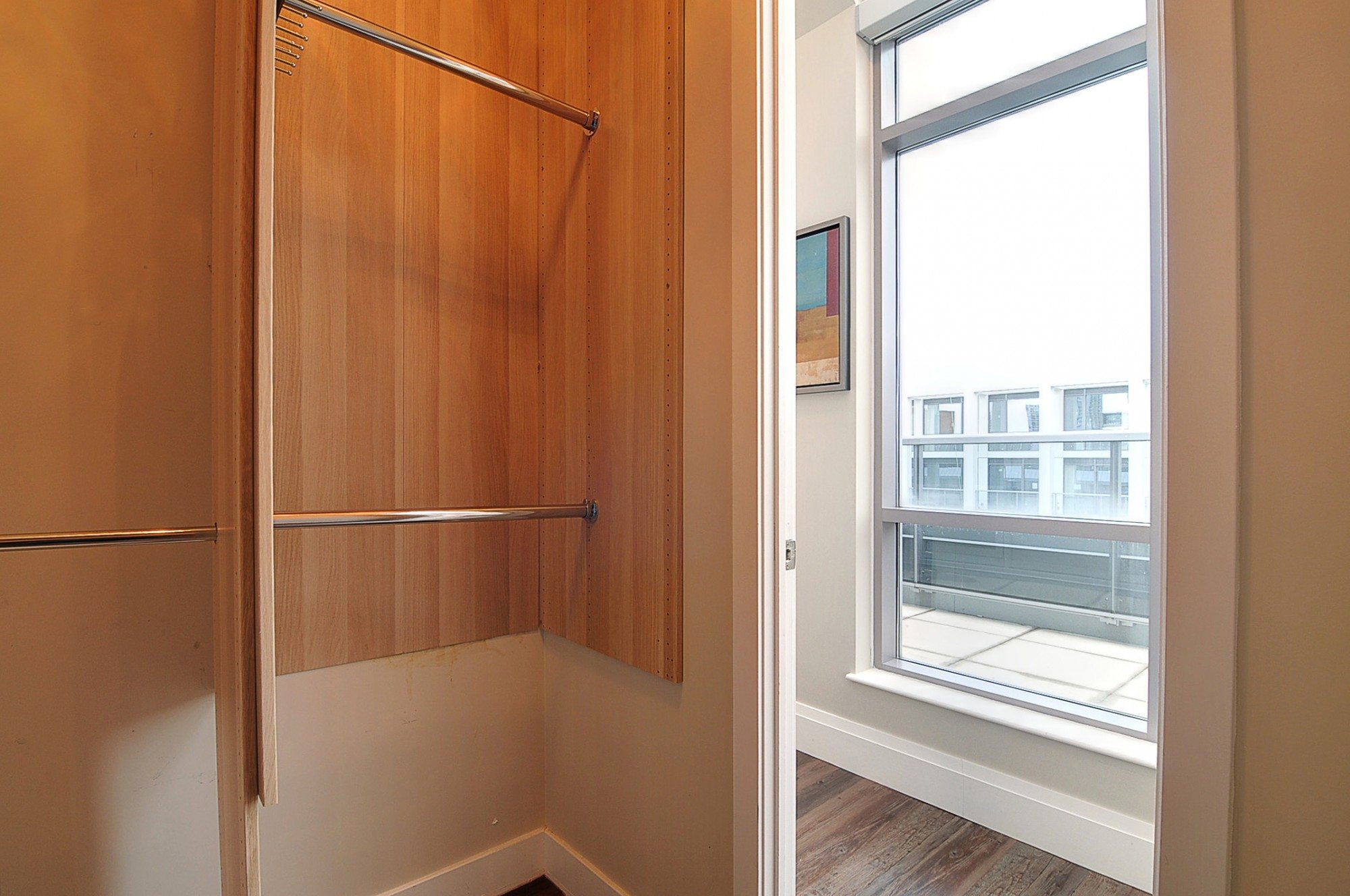 toronto-condo-for-sale-399-adelaide-street-west-closet