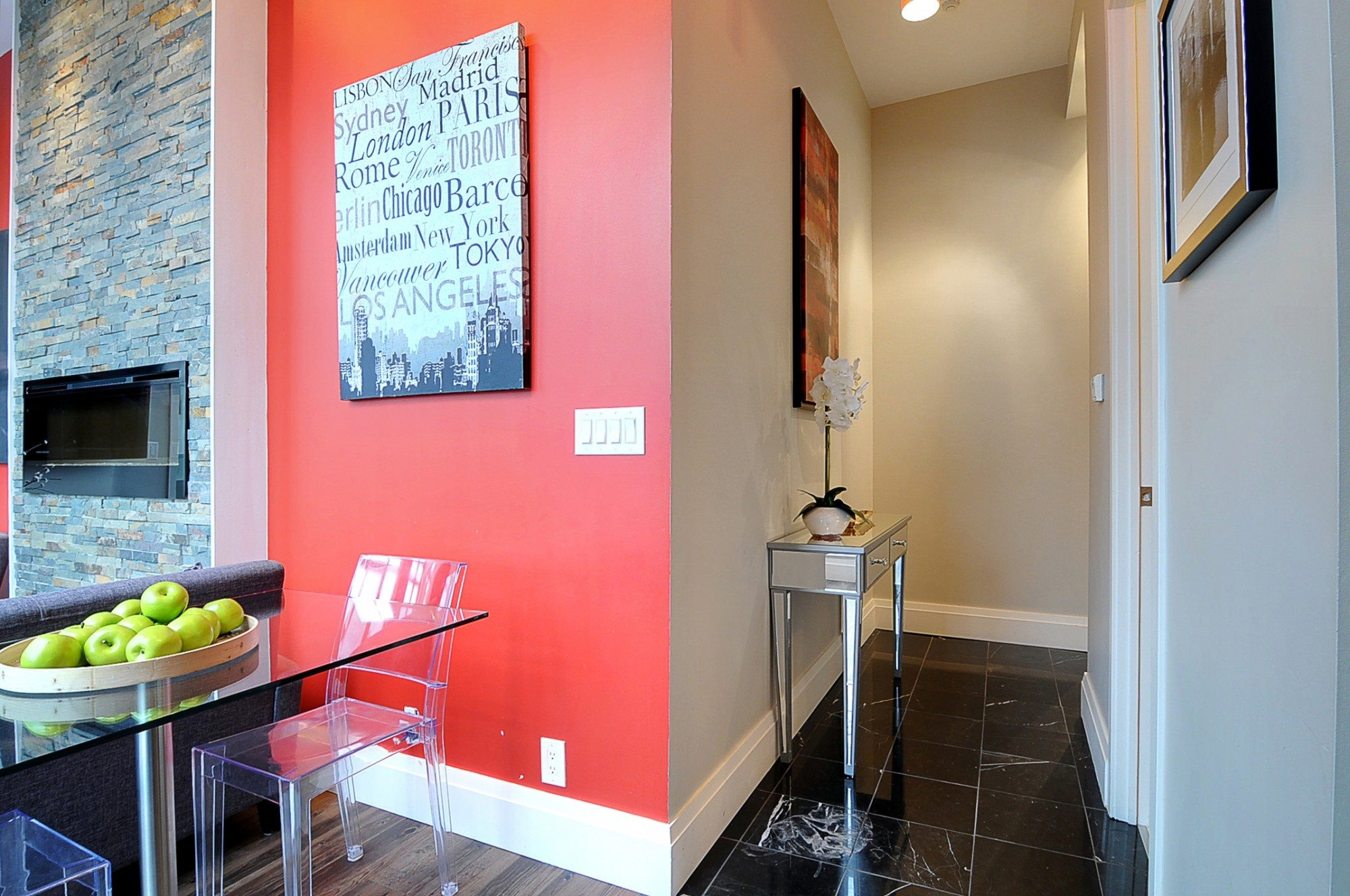 toronto-condo-for-sale-399-adelaide-street-west-front-hallway