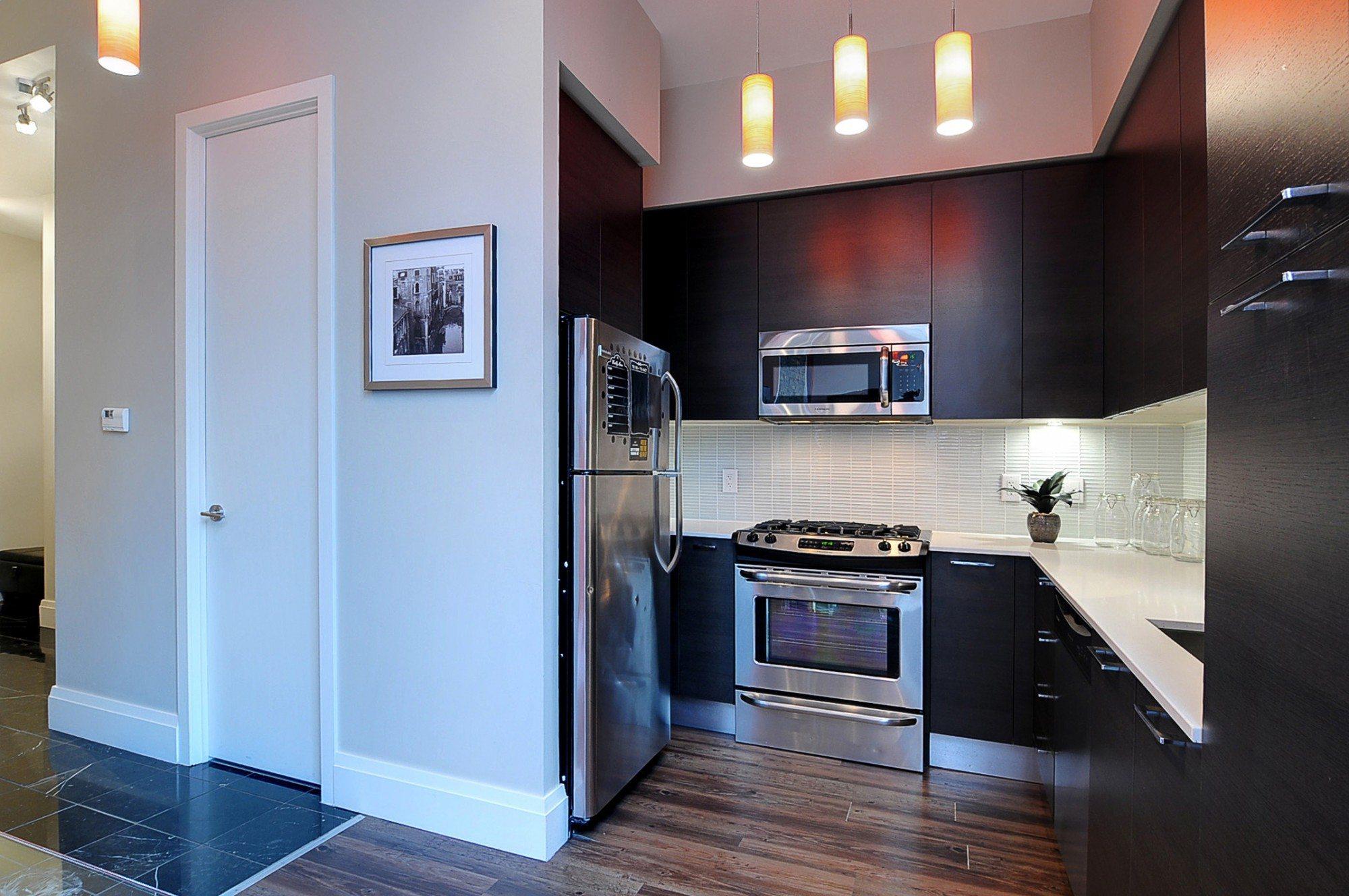 toronto-condo-for-sale-399-adelaide-street-west-kitchen