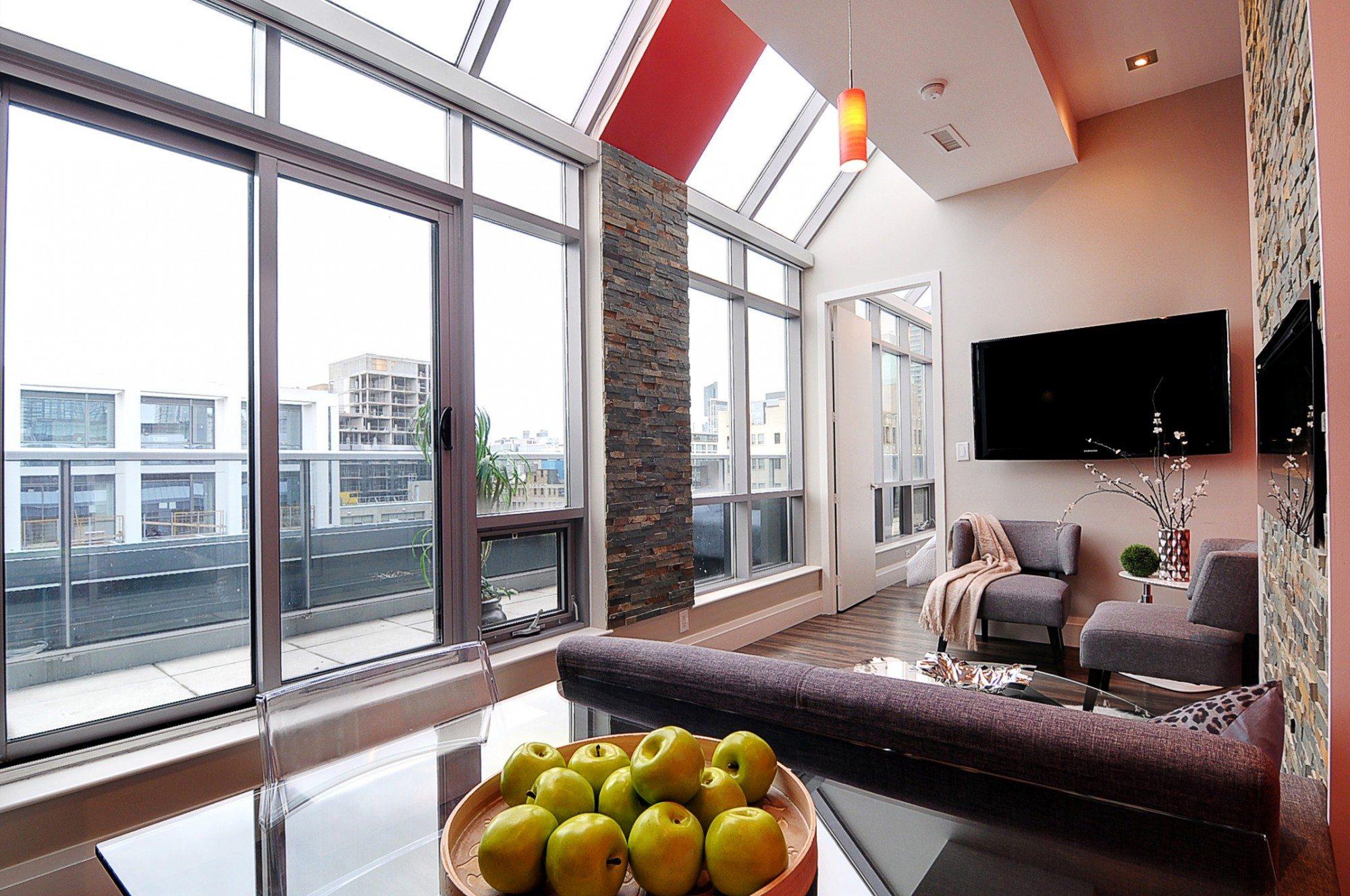 toronto-condo-for-sale-399-adelaide-street-west-living-2