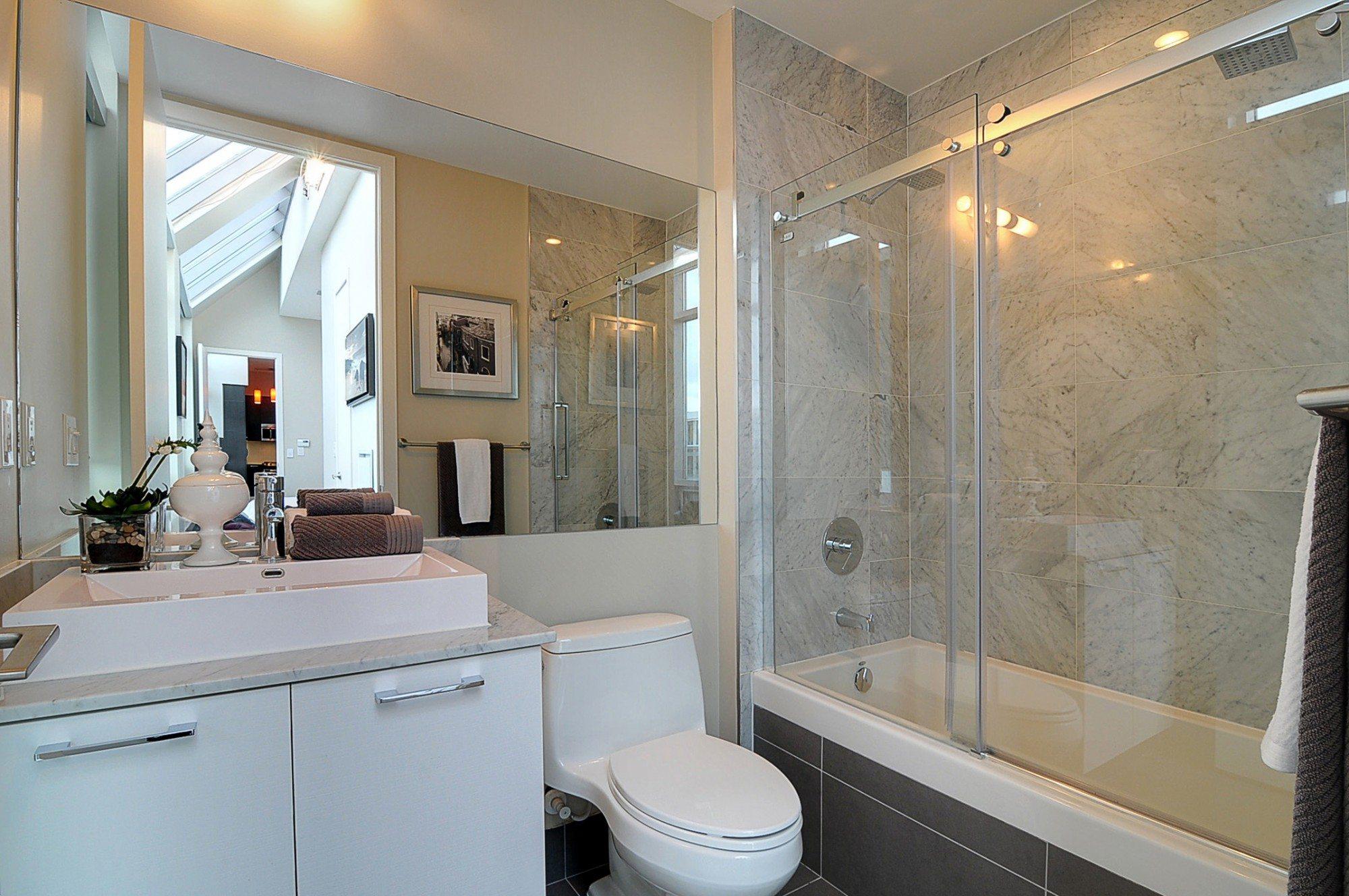 toronto-condo-for-sale-399-adelaide-street-west-master-bathroom