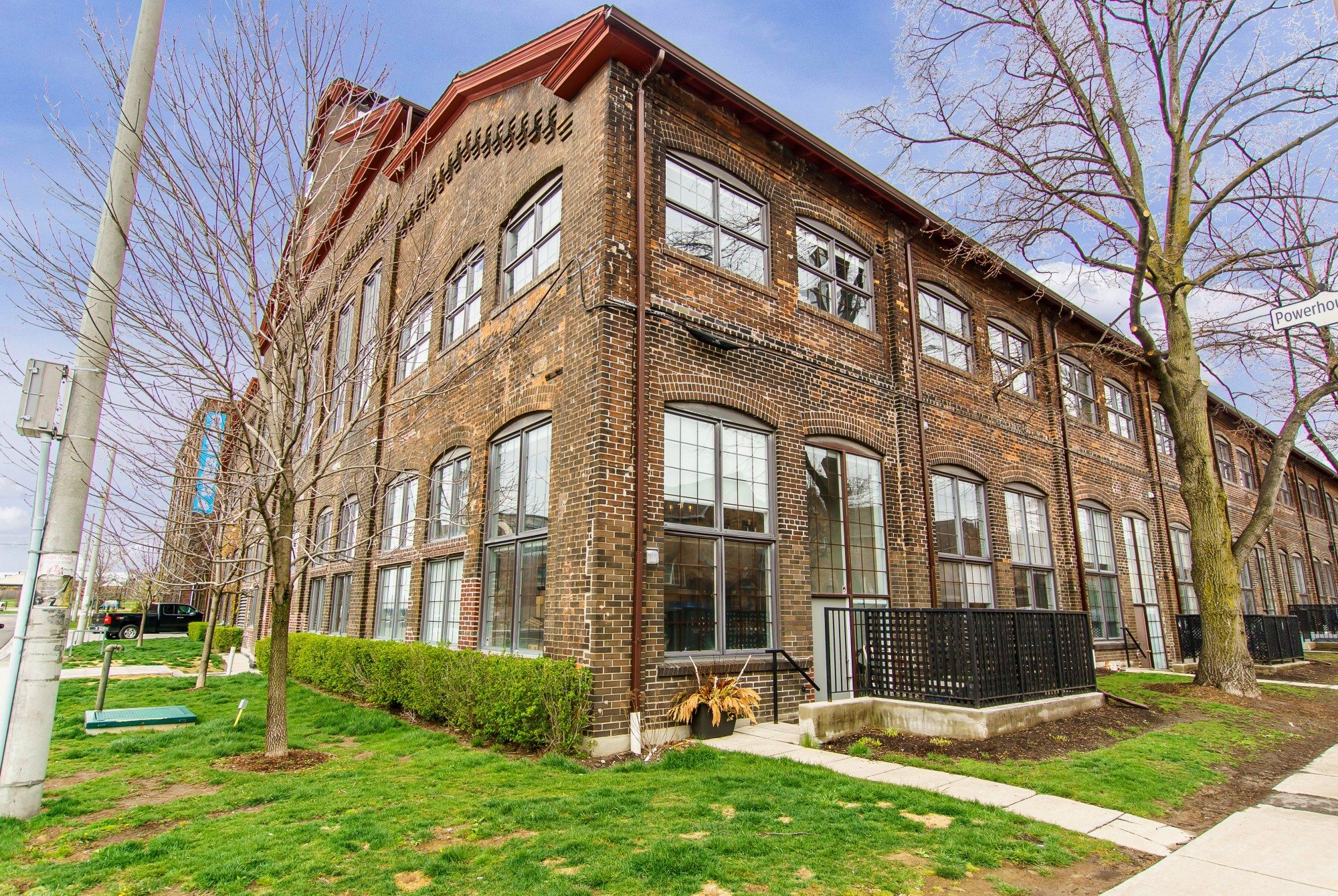 The condo for sale at 1100 Lansdowne Avenue