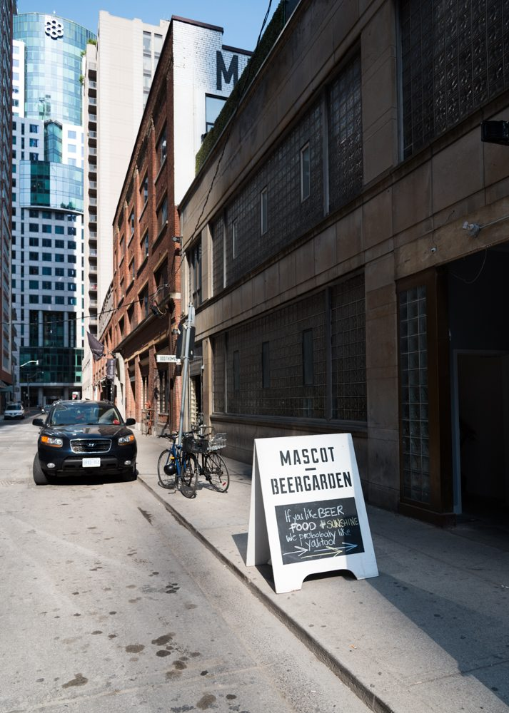 toronto-restaurants-bars-mascot-eatery-brewery-king-west-entrance