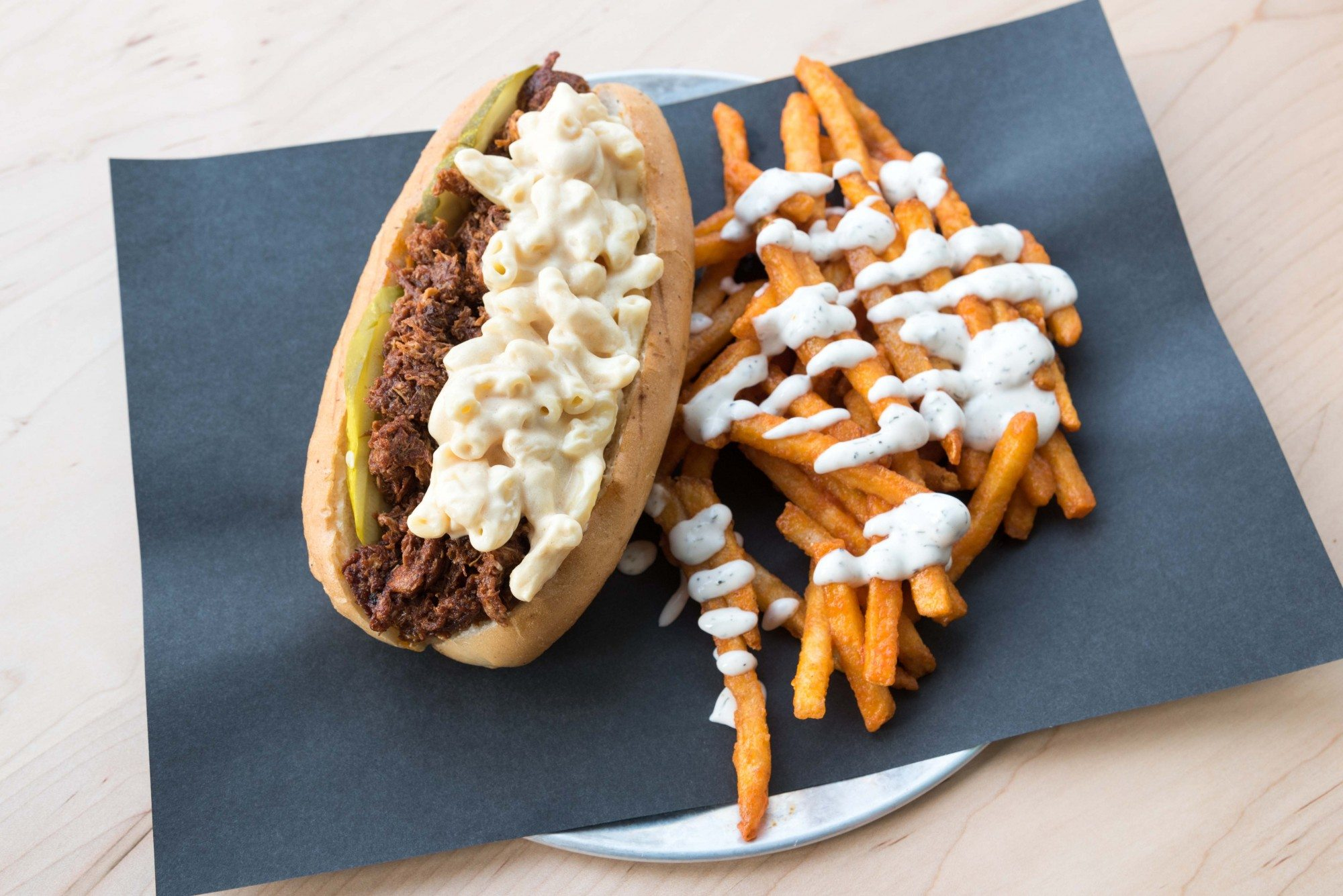 toronto-restaurants-doomies-vegan-parkdale-pulled-pork-hot-dog