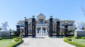 "The ""Versailles of Vaughan"" is back on the market, at a reduced price"