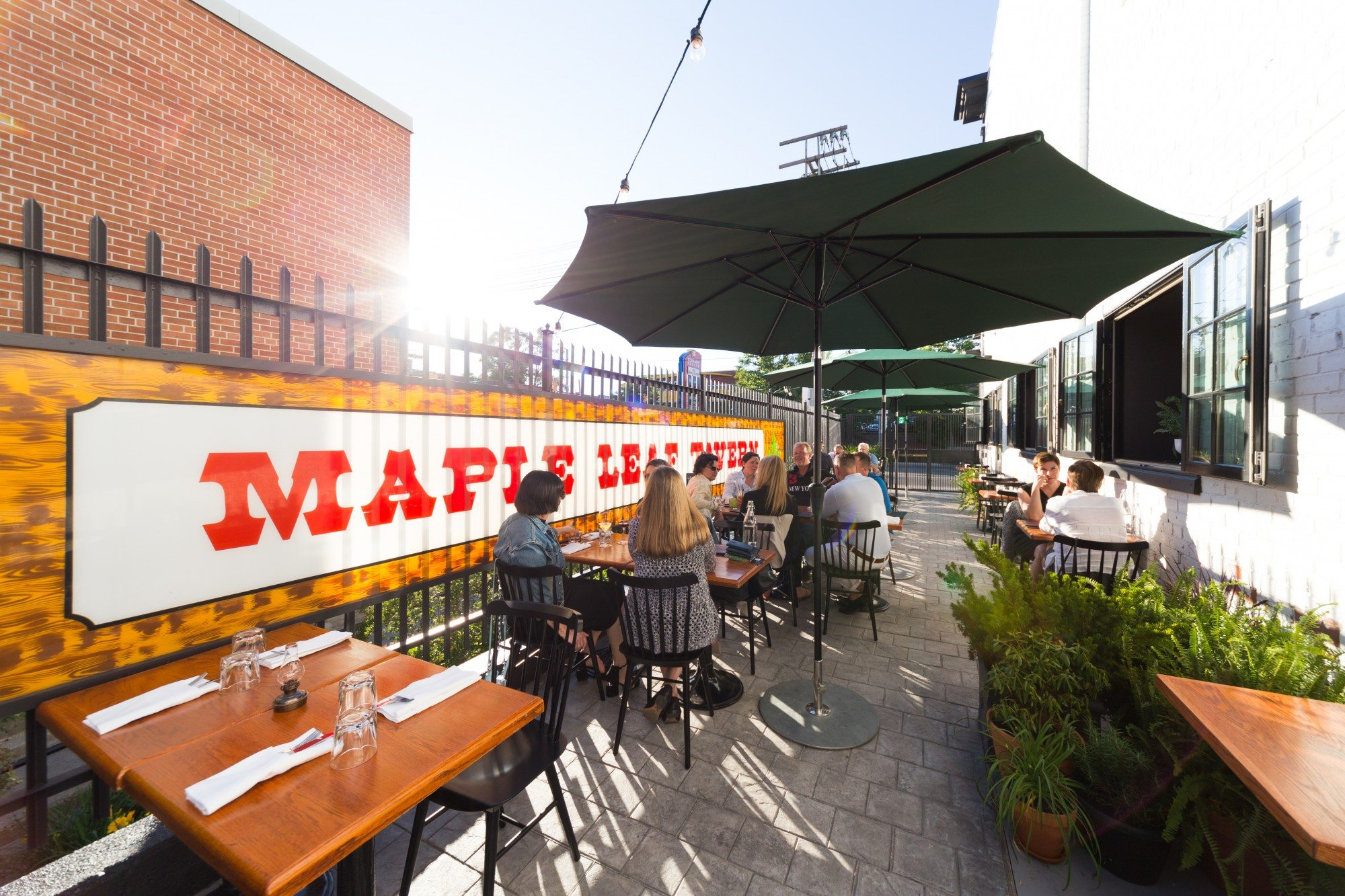 toronto-restaurants-bars-best-new-patios-guide-2016-maple-leaf-tavern-leslieville