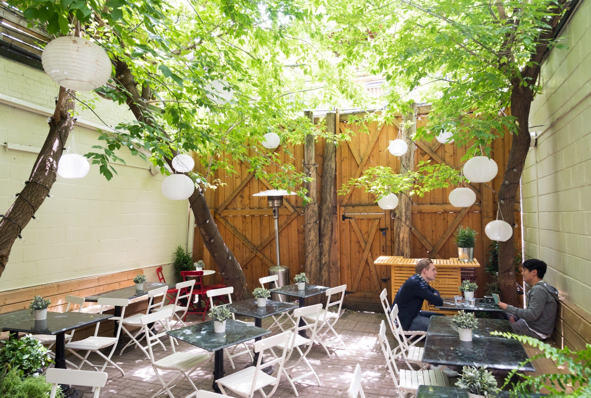 toronto-restaurants-bars-best-new-patios-guide-2016-the-walton-little-italy