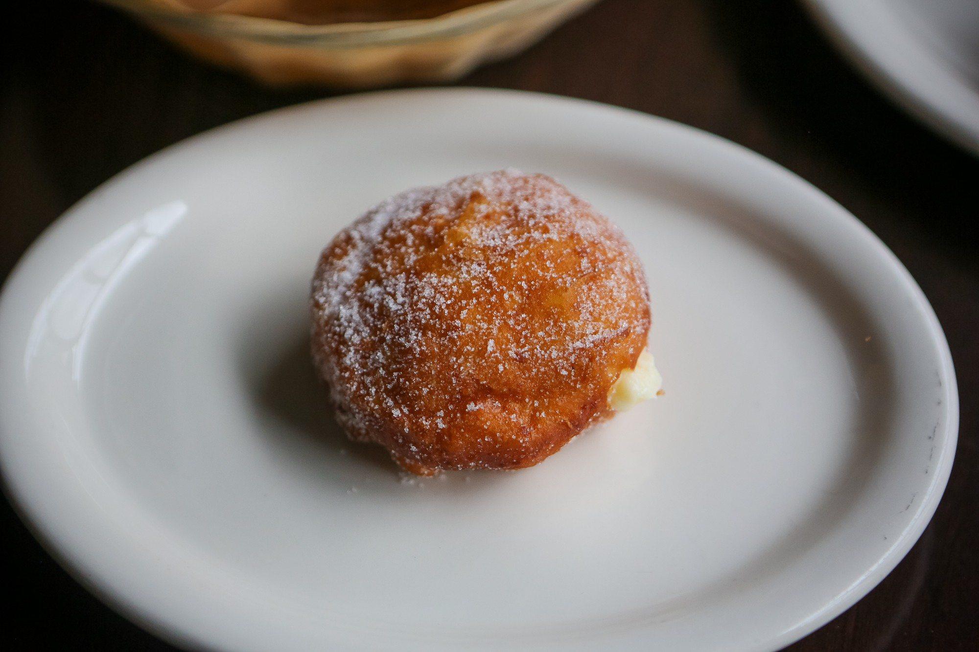 toronto-restaurants-chefs-in-the-burbs-bashir-munye-somali-rexdale-xawaash-graffe-doughnut