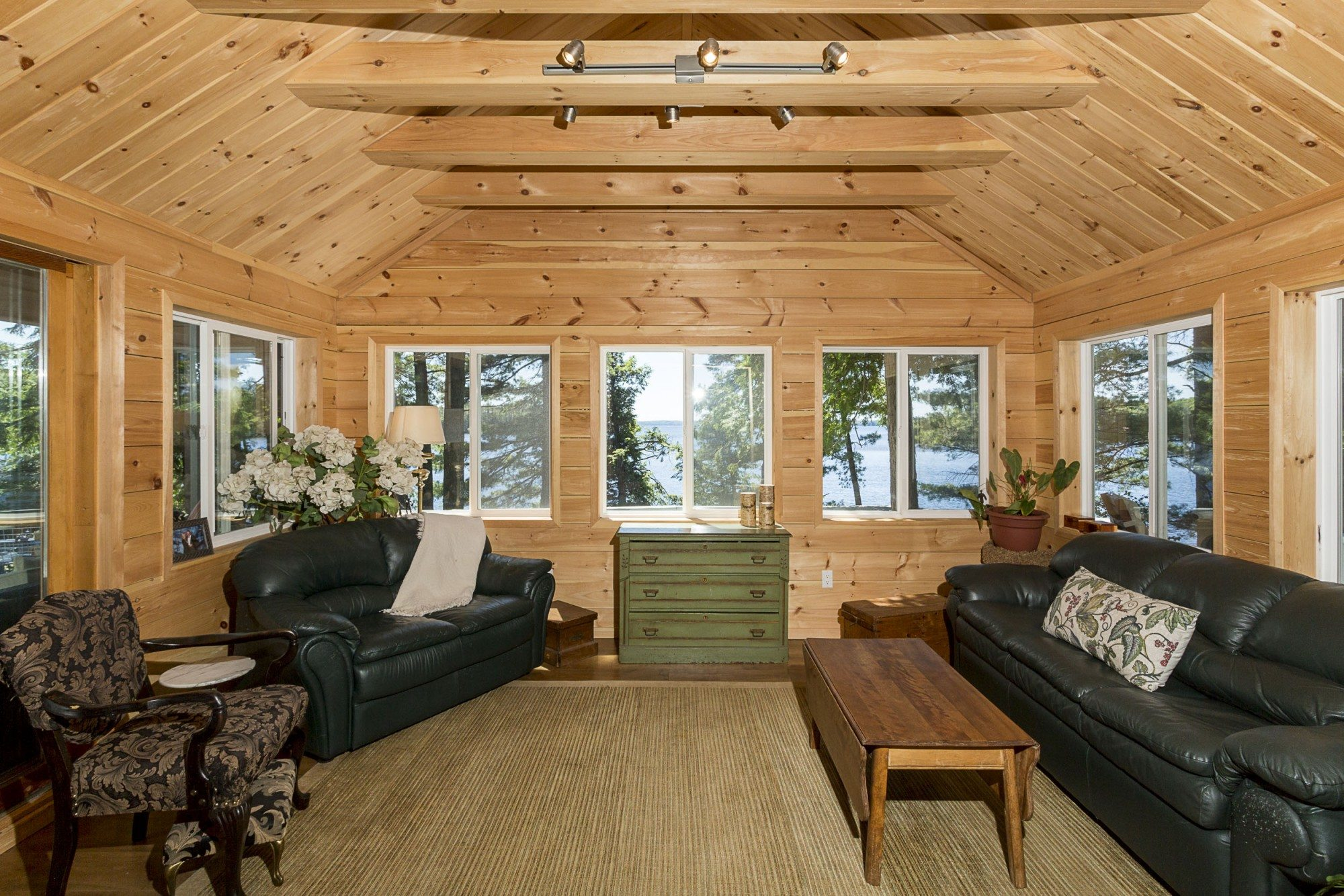 lake-of-bays-cottage-of-the-week-1057-montgomery-bay-road.5