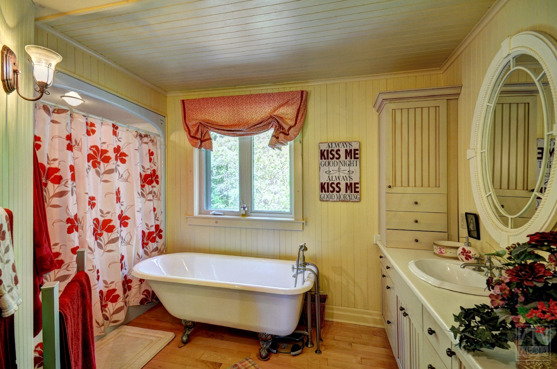 milford-bay-cottage-for-sale-1022-milford-manor-road-10