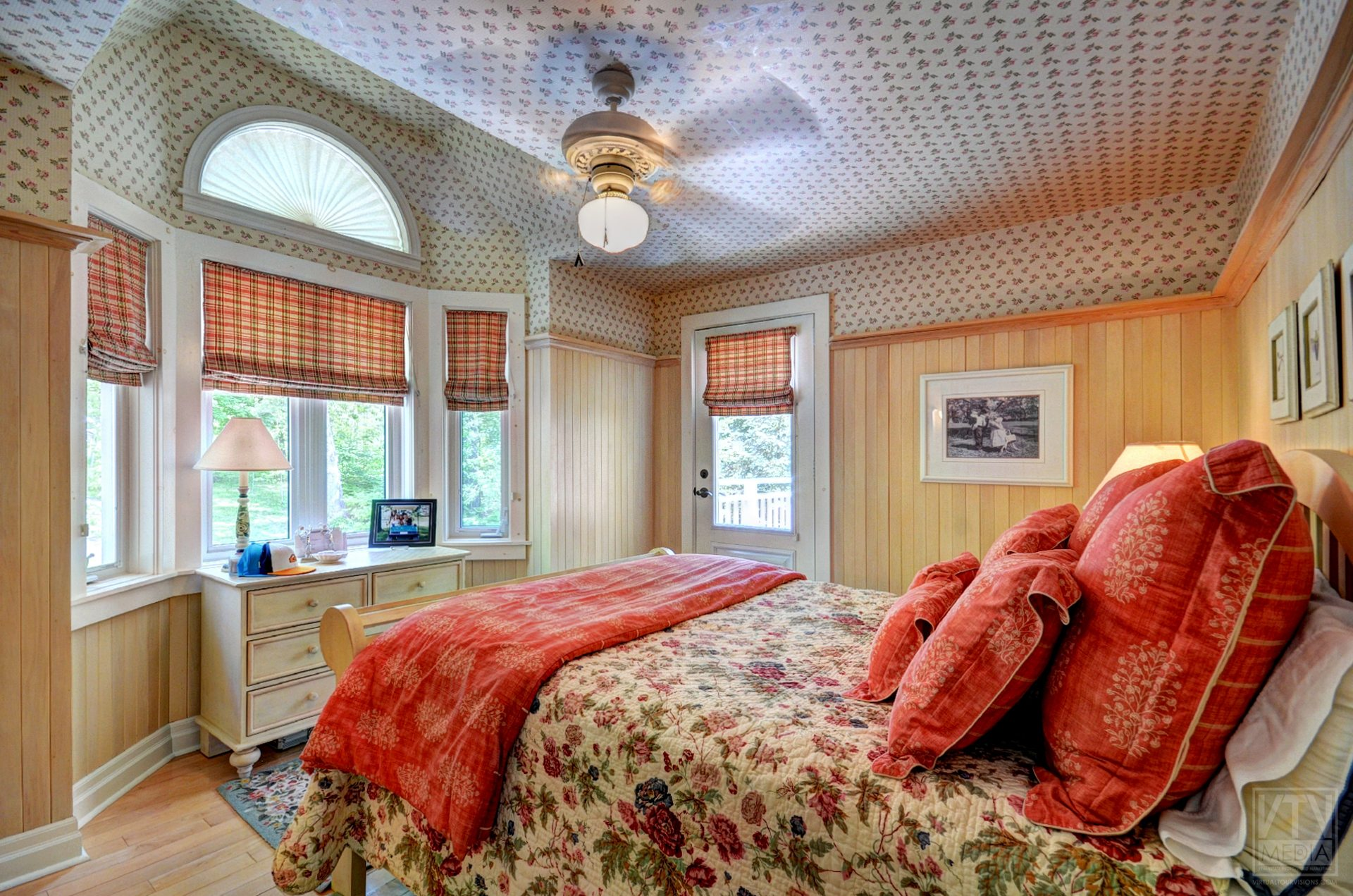 milford-bay-cottage-for-sale-1022-milford-manor-road-8