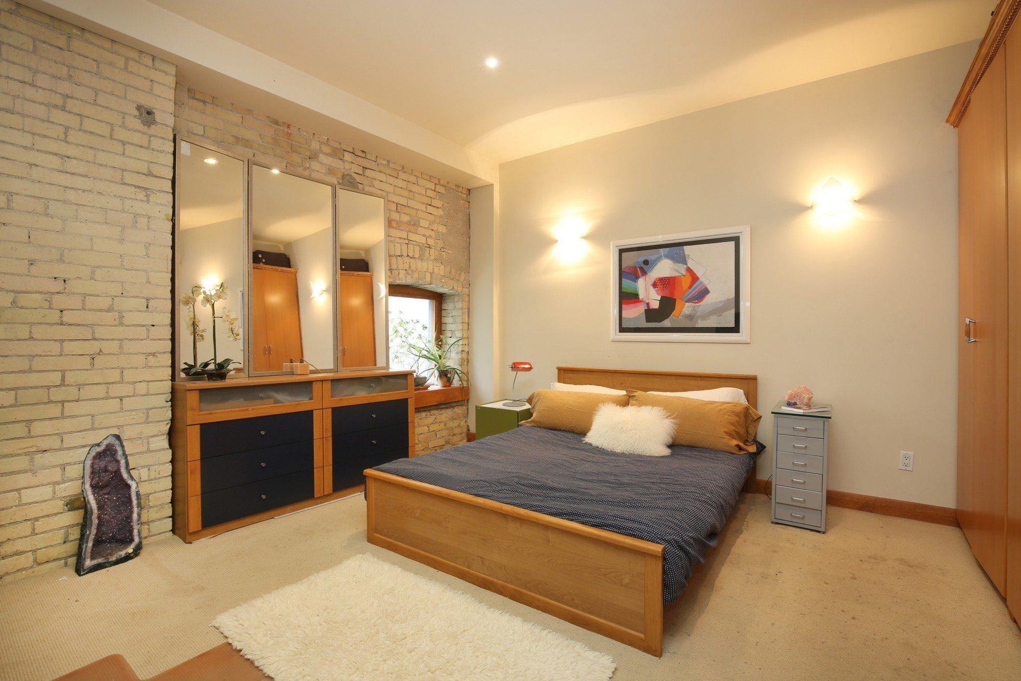 toronto-house-for-sale-154-shuter-street-5