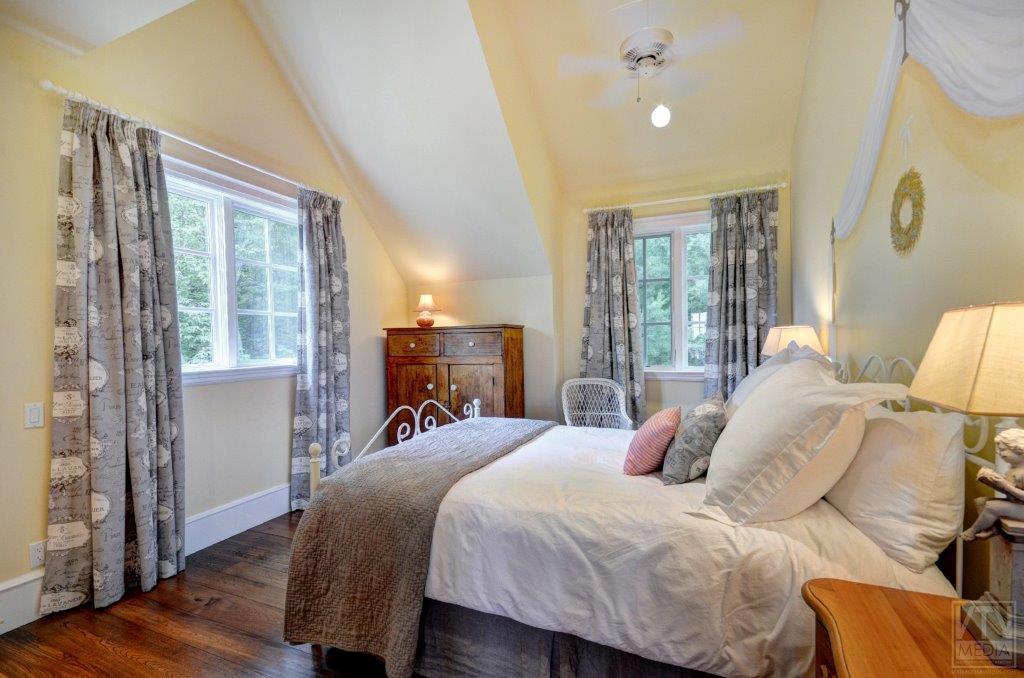 port-carling-cottage-for-sale-24-carr-road-west-9