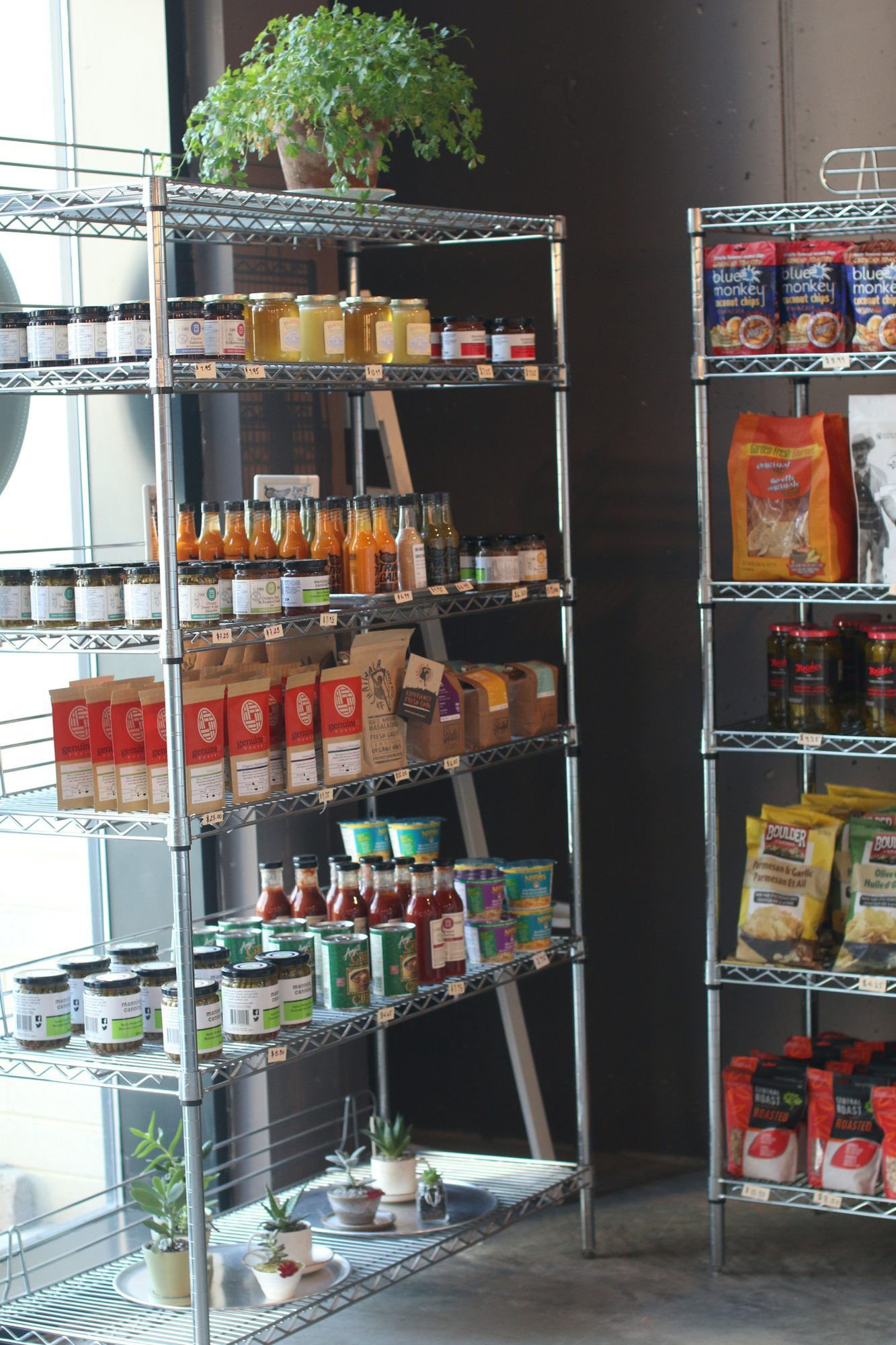 toronto-bakeries-cafes-omg-on-the-park-little-portugal-groceries
