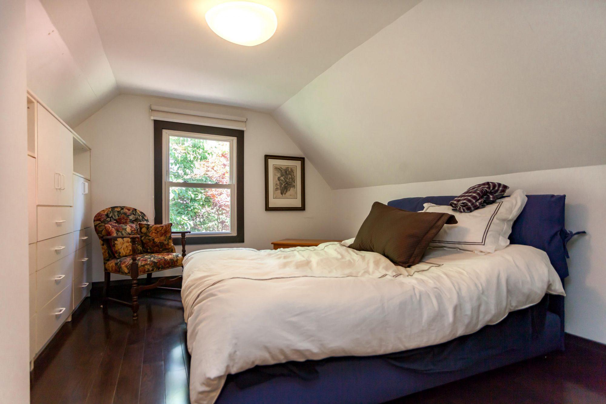 toronto-house-sold-112-helendale-avenue-7