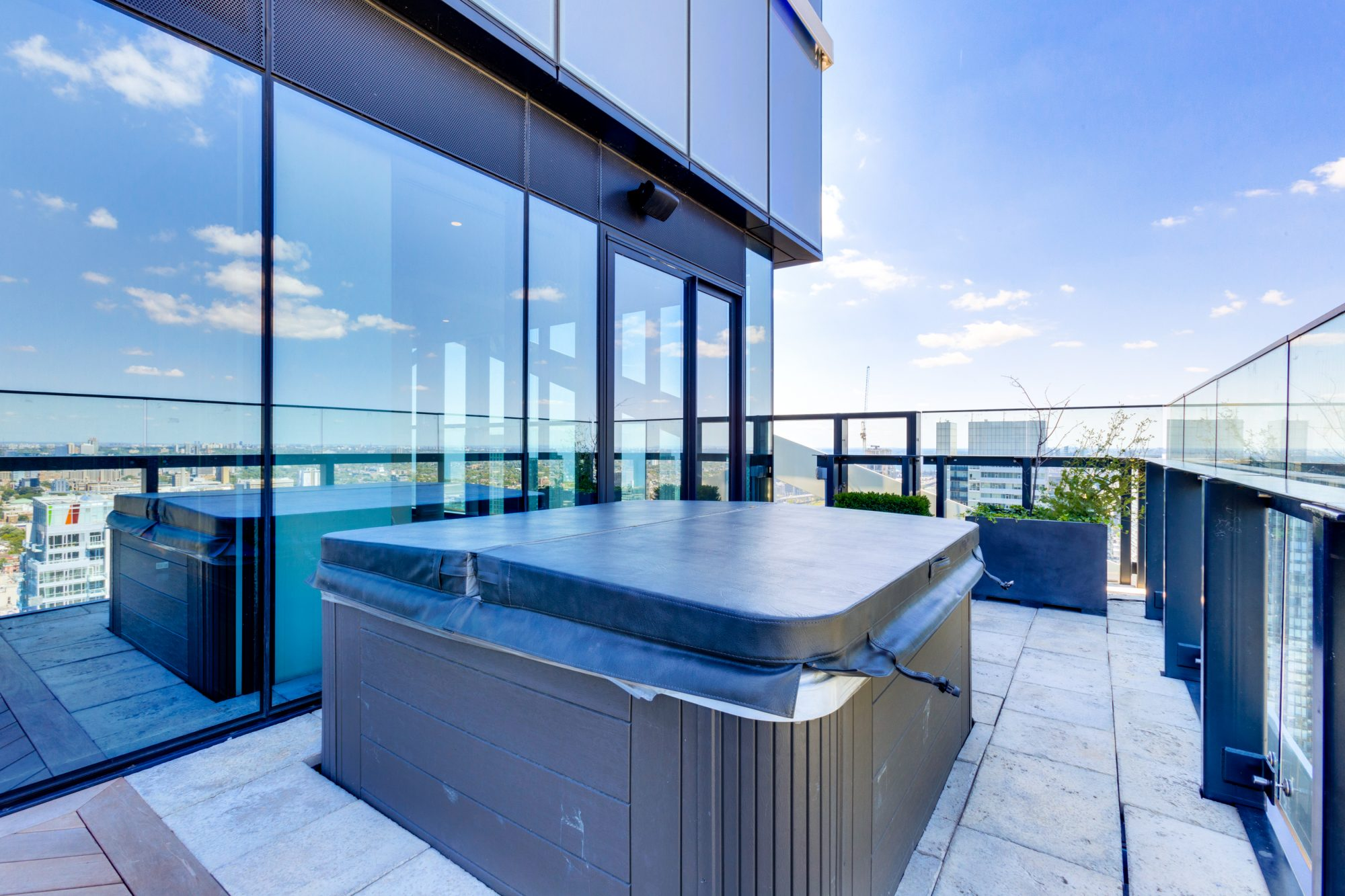 toronto-condo-for-sale-224-king-street-west-12
