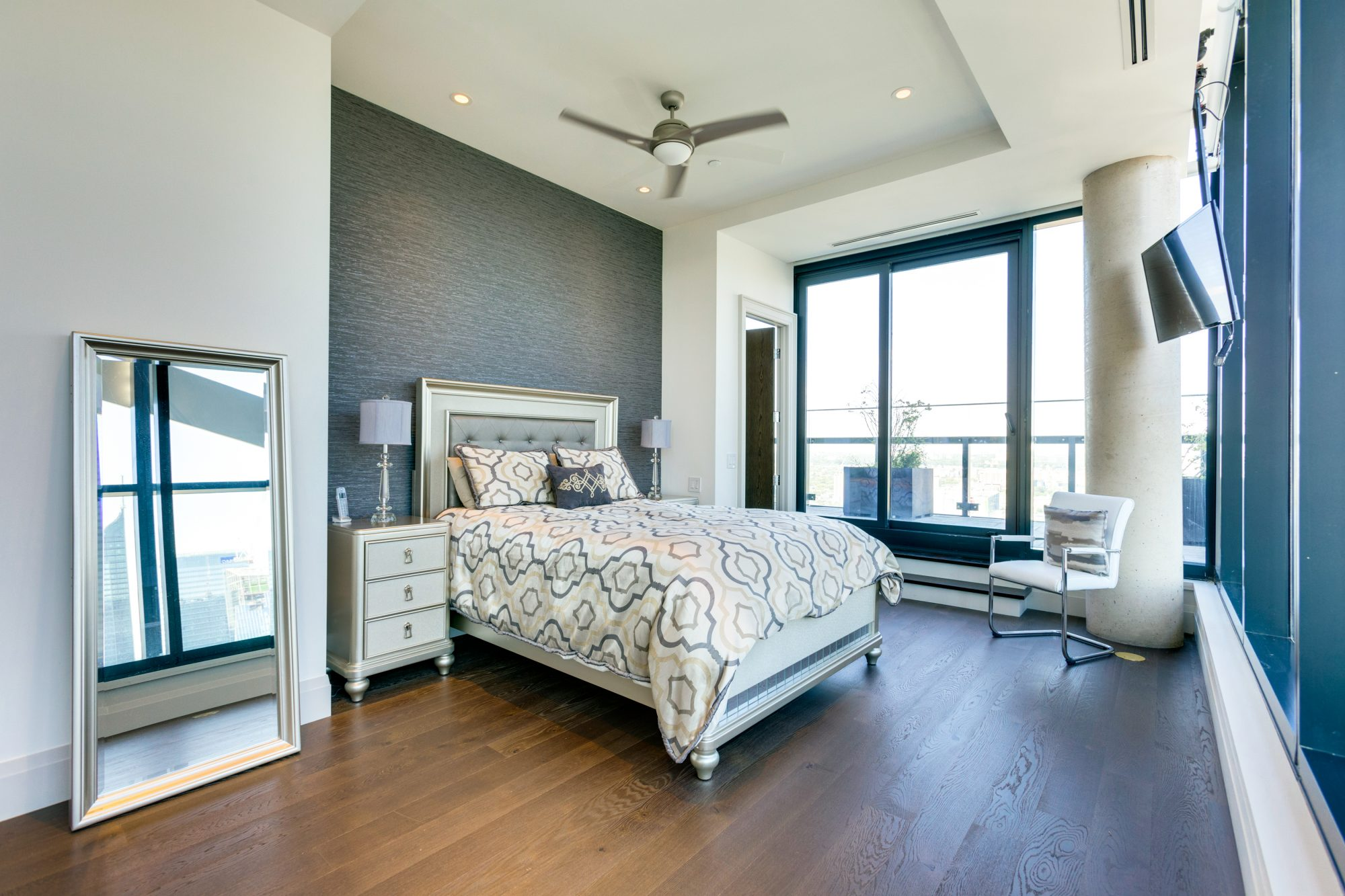 toronto-condo-for-sale-224-king-street-west-9