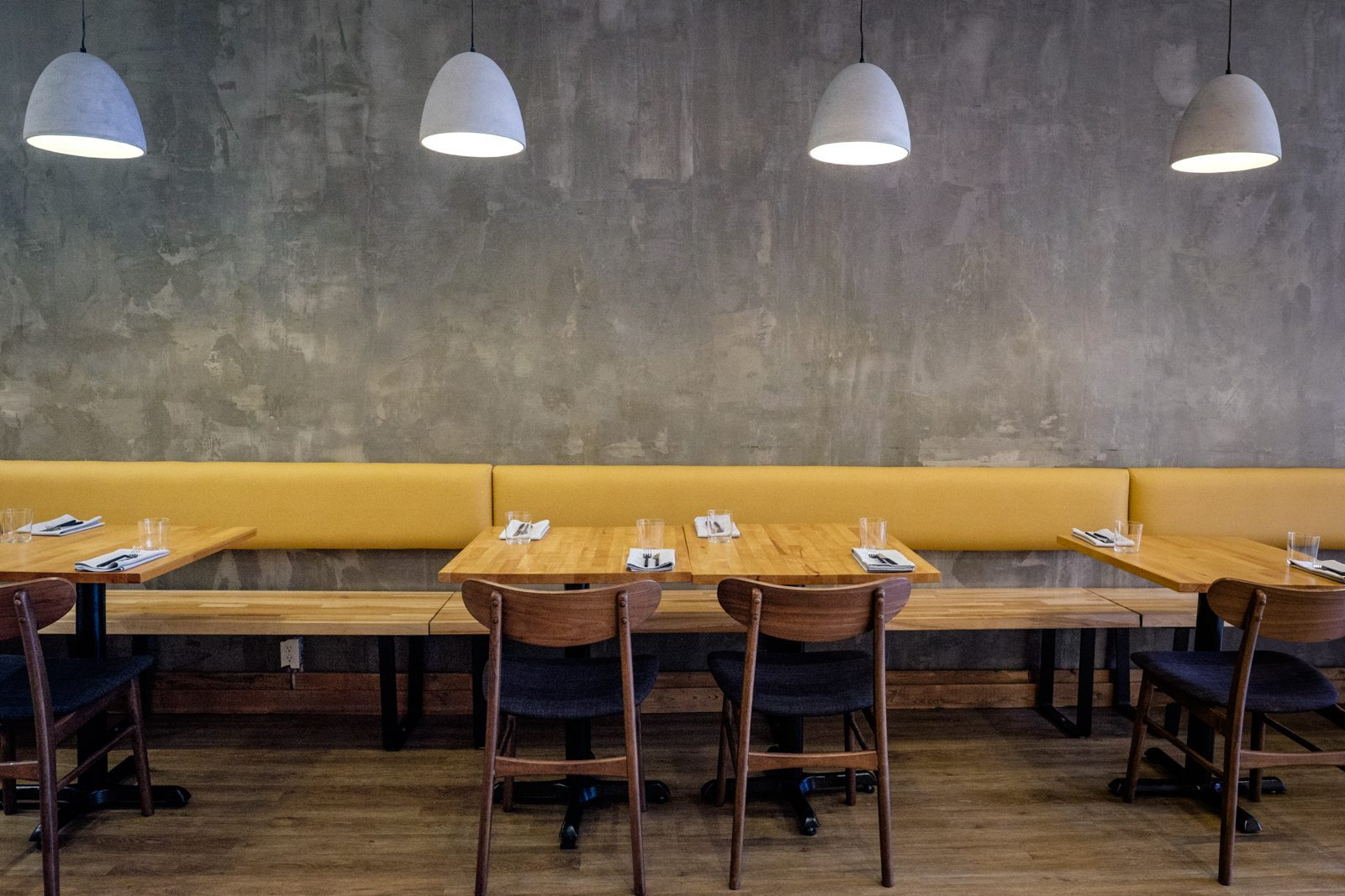toronto-restaurants-canis-queen-west-canadian-dining-room-1
