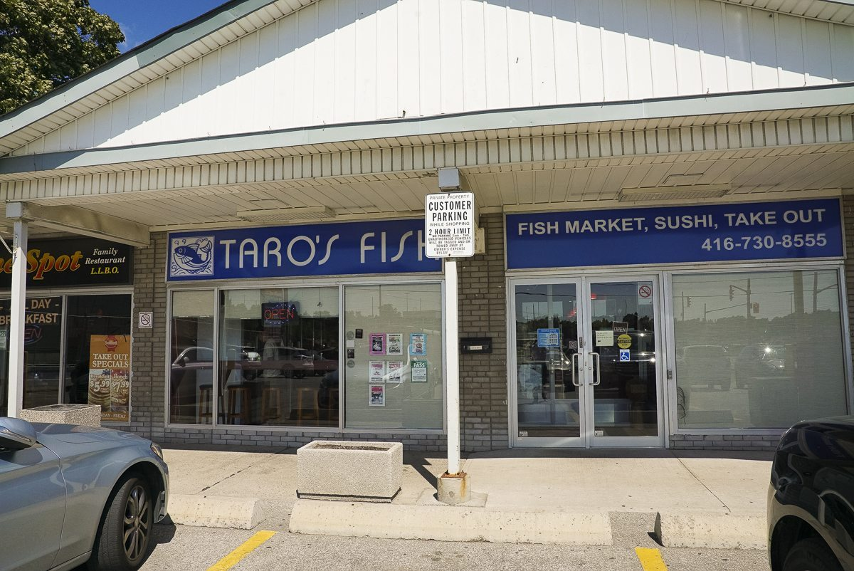 toronto-restaurants-chefs-in-the-burbs-claudio-aprile-taros-fish-exterior