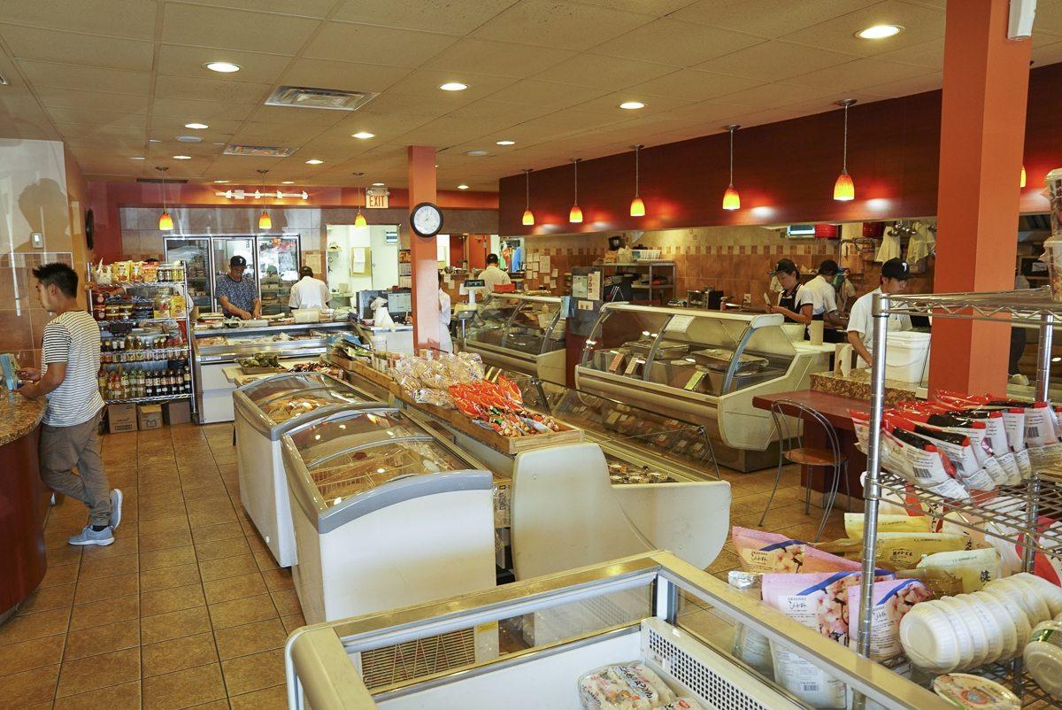 toronto-restaurants-chefs-in-the-burbs-claudio-aprile-taros-fish-interior